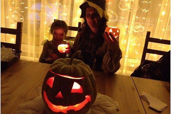 happy halloween nglxwgciivhnaf97rmha9ecvhflsrfkxwsdze29db4 - Празднуем Halloween с размахом: сценарий праздника на английском языке для педагогов и «многодетных» родителей